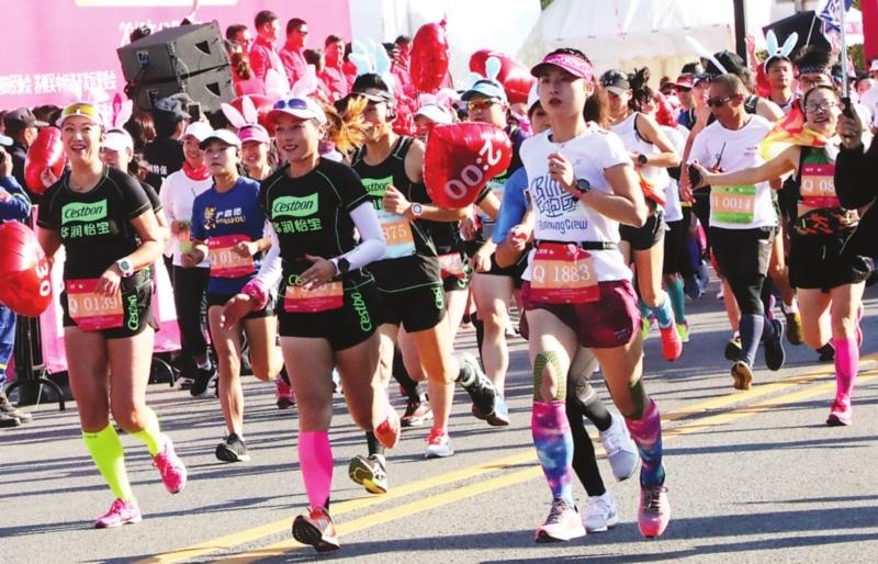 2018苏州国际女子半程马拉松赛开跑 近5000人参加